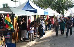 Localizada no bairro do Pari, a feira boliviana traz comidas, artesanato e apresentações culturais do país